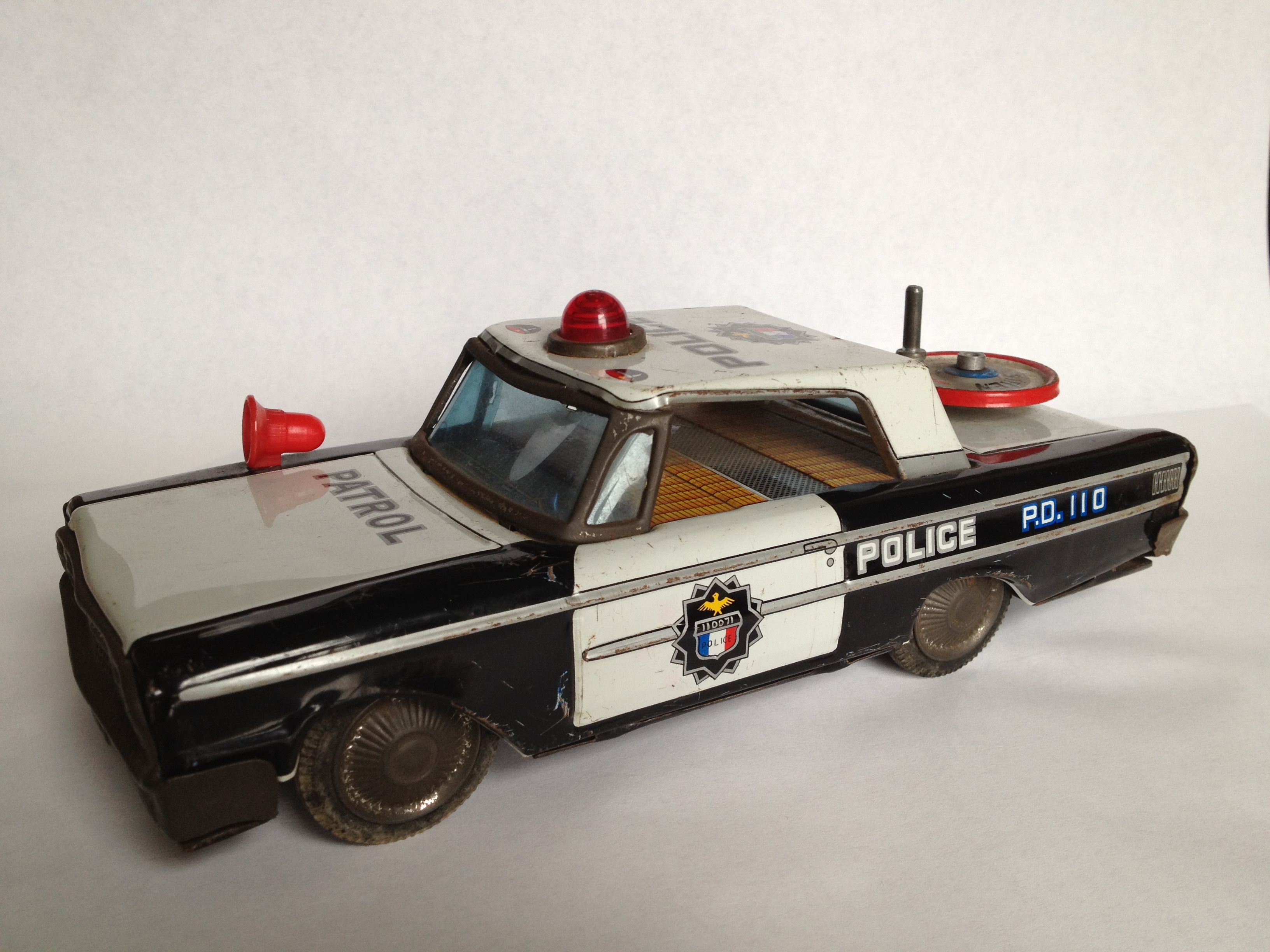 This Weekend S Find 1960 S Tin Toy Police Car Made In Japan With Wind Up Siren 12 In The Barras A Bargain Toy Police Cars Police Cars Tin Toys