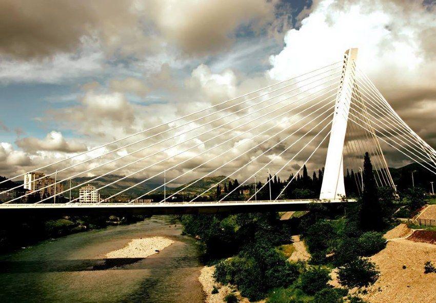Millenium bridge over the Morača river.