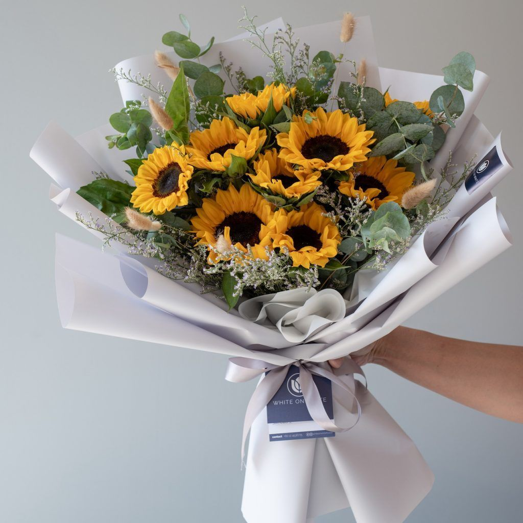 Beautiful Online Ipoh Flower Shop White On White Beautiful Flower Ipoh Online Shop White In 2020 Flowers Bouquet Flower Shop Beautiful Flower Arrangements