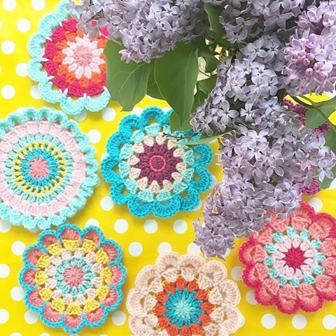 How to crochet a happy hippie flower. Easy step by step pattern ...