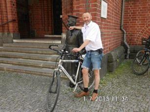 Socialvoyce http://www.lokalkompass.de/dortmund-city/leute/passender-spruch-von-jean-luc-godard-zur-schuldenkrise-d195196.html
