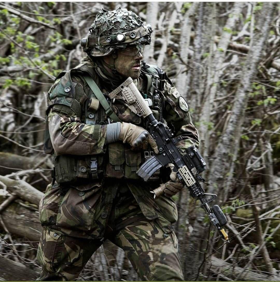 1 373 Vind Ik Leuks 17 Reacties Nederlandse Krijgsmacht Nlmilitary Op Instagram Wie Van Jullie Wil Pantsergenist Wor Special Forces Army Gears Military