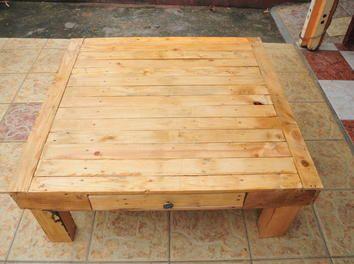table basse bois de palettes bois bricolage palette table. Black Bedroom Furniture Sets. Home Design Ideas
