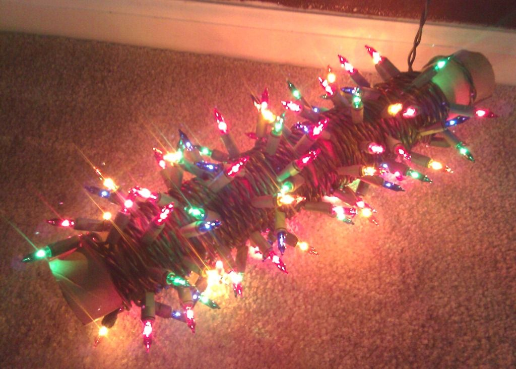 The best way to store your Christmas lights! Great idea to organize
