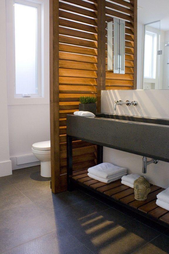 Séparation en verre entre salle de bain et chambre à coucher ...