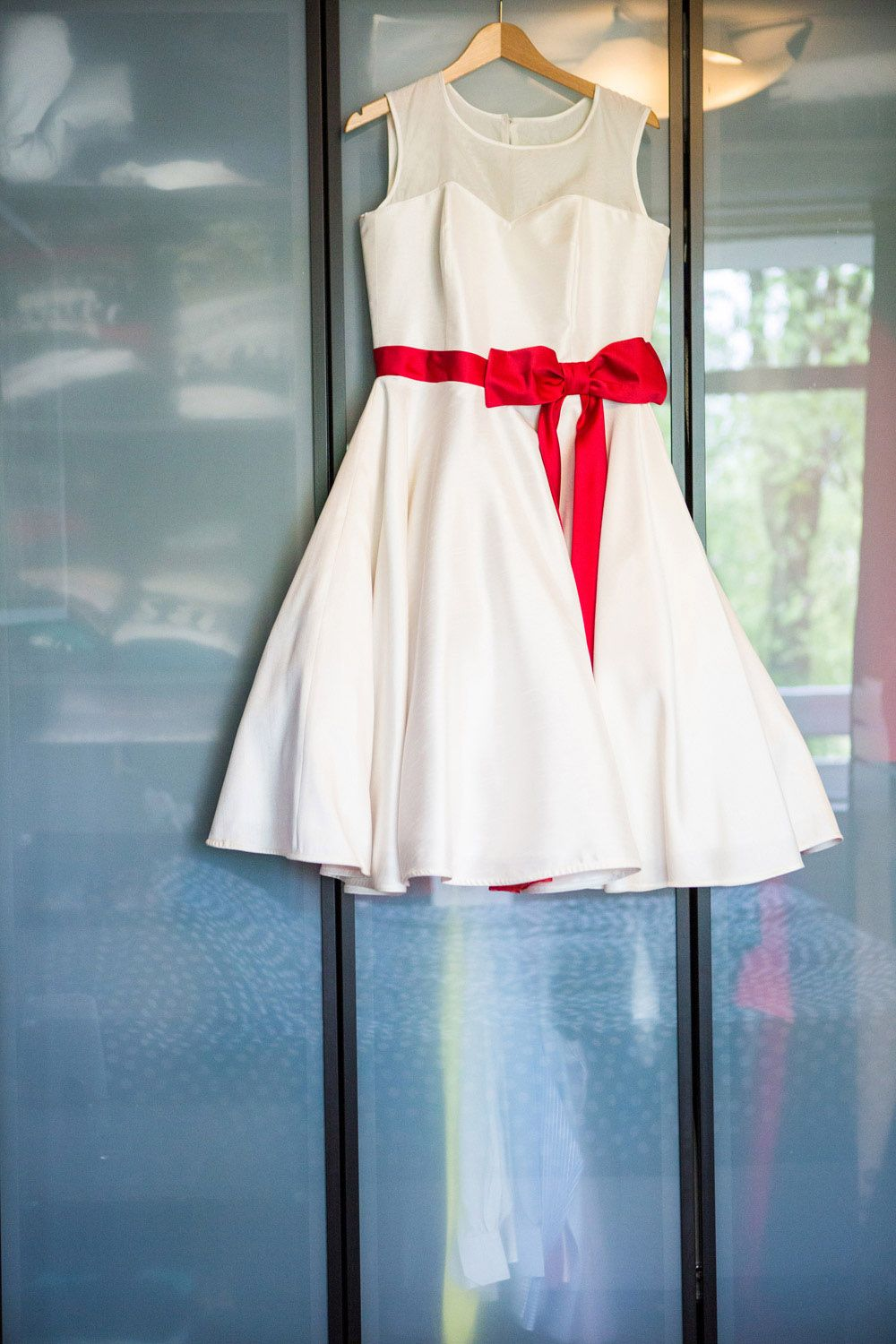 homemade red and white 1950s wedding: maud robert