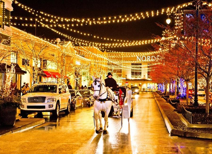 Easton Way Festive outdoor mall sports a huge tree holiday carriage rides photos with santa and more. & easton town center | Holiday Carriage Rides at Easton Town Center ... azcodes.com