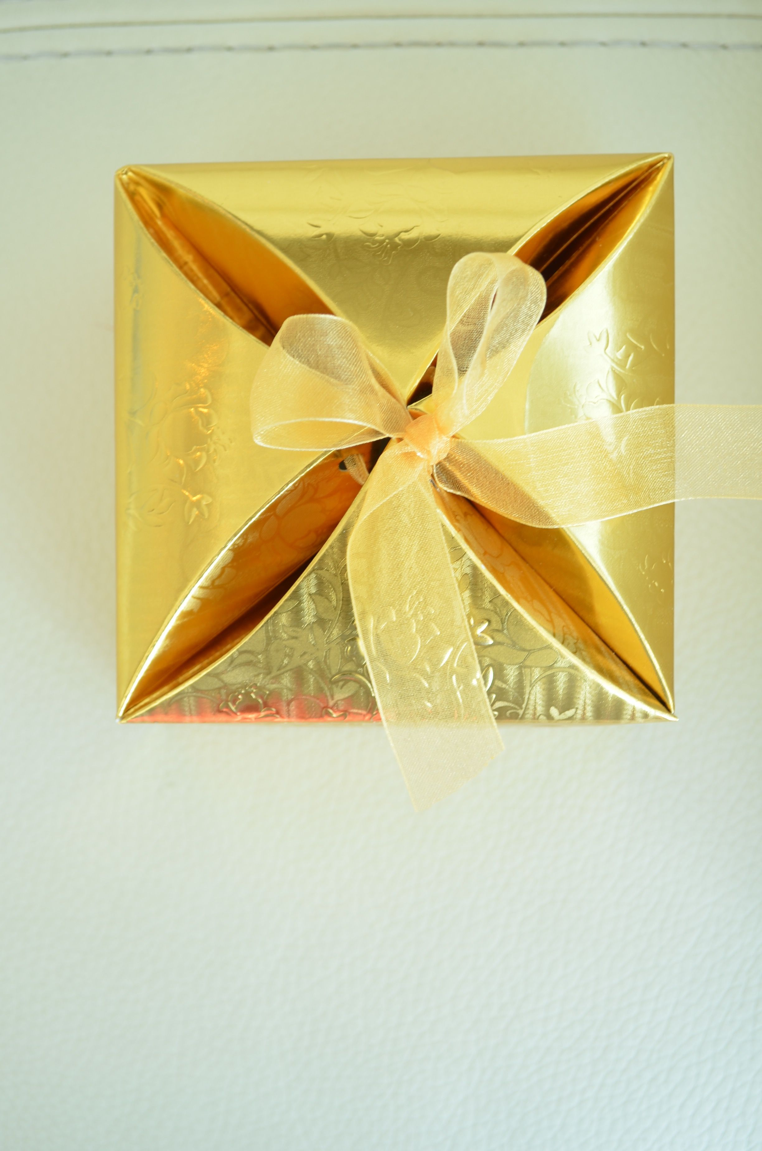 Gold Gift Box with ribbon- perfect for Eid parties, wedding favors ...