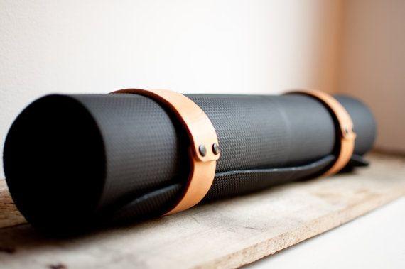 Natural Leather Yoga Mat Sling por HideAndTrue en Etsy