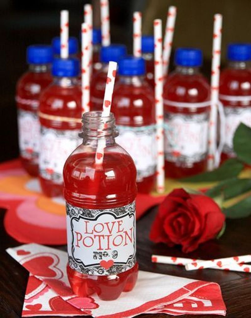 48 Cute Wine Bottle Craft Decorating Ideas For Valentines Day In 2020 With Images Valentines For Kids Valentine S Day Drinks Valentine Treats