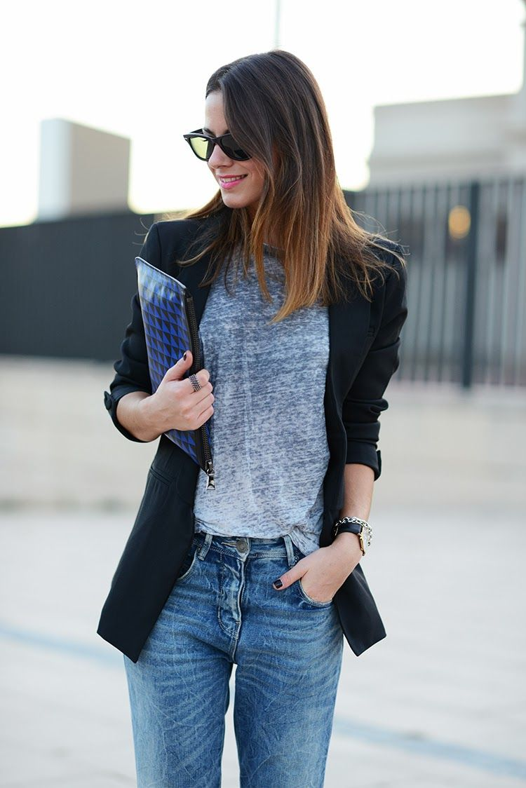 Zina blazering it with her PS clutch. Barcelona. #ZinaCharkoplia #Fashionvibe