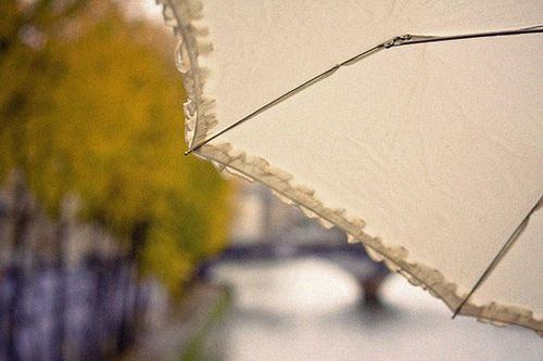 Parapluie Blanc: via eleonore bridge