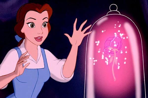 Die Schone Und Das Biest Jetzt Gibt Es Einen Make Up Pinsel Disney Quiz Die Schone Und Das Biest Disney Insider