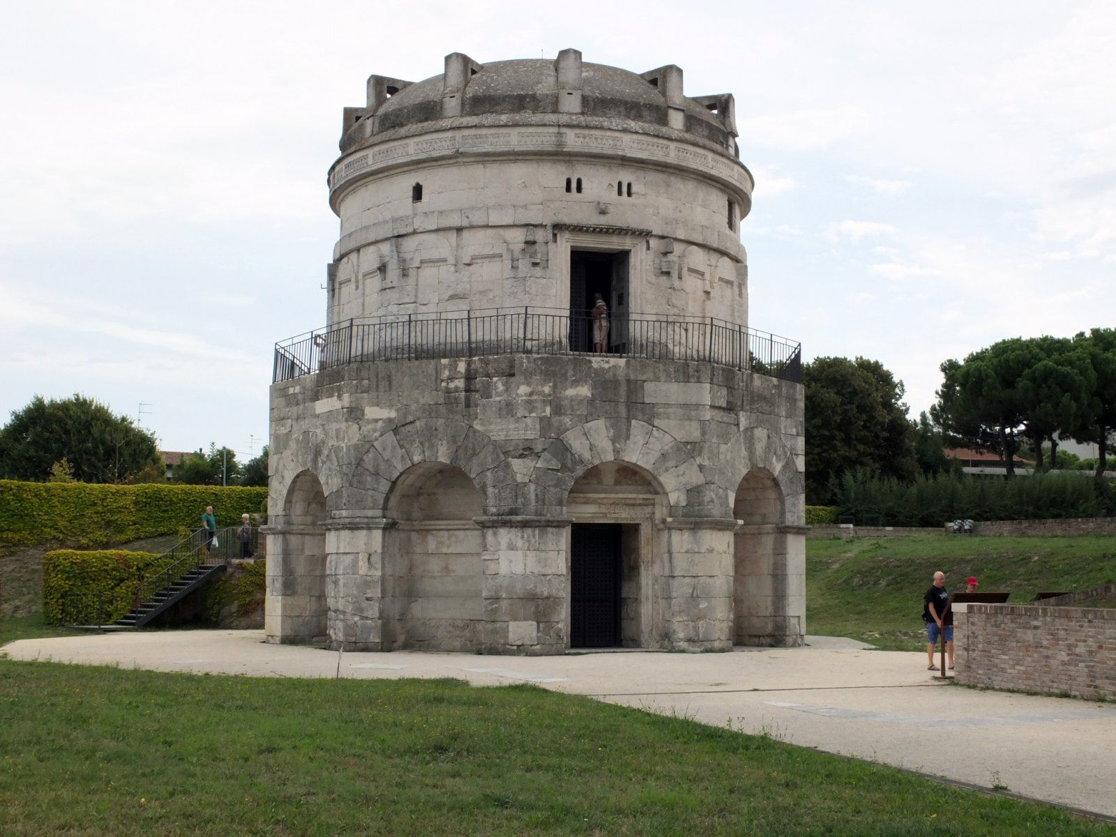 Byzantine architecture tomb of king theodoric c 520 for Architecture byzantine