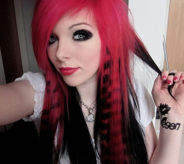 Two Toned Hair Color Ideas Smokey Eye Makeup Black Hair And Neon Hair