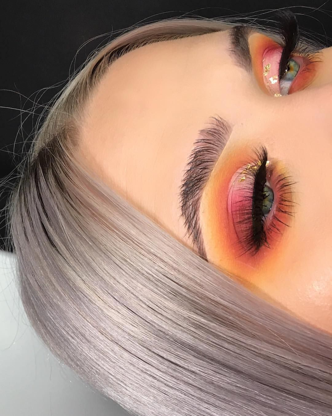 Sunset pink eye makeup, light pink of the inner corner