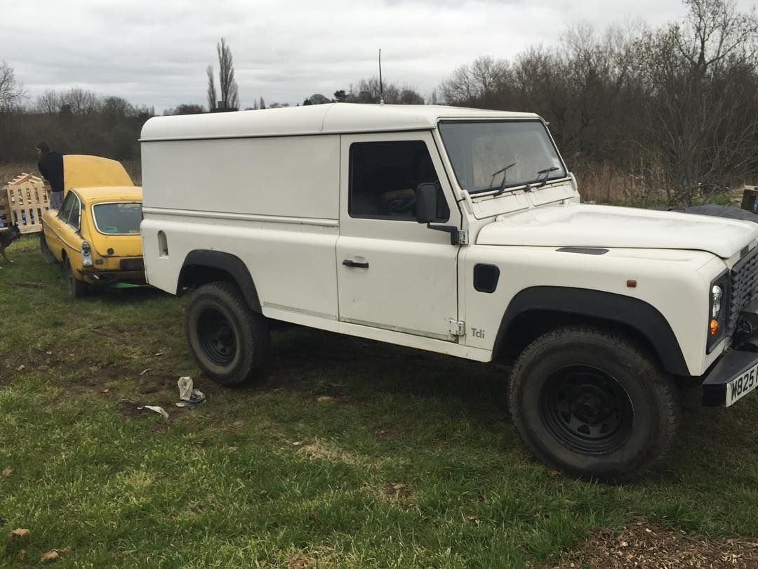 Rescuing Simons classic! @sd_carbon @landrover #mg #mgbgt #landrover #defender #landroverdefender #rescue #stuck #classiccar by lukey4x4 Rescuing Simons classic! @sd_carbon @landrover #mg #mgbgt #landrover #defender #landroverdefender #rescue #stuck #classiccar