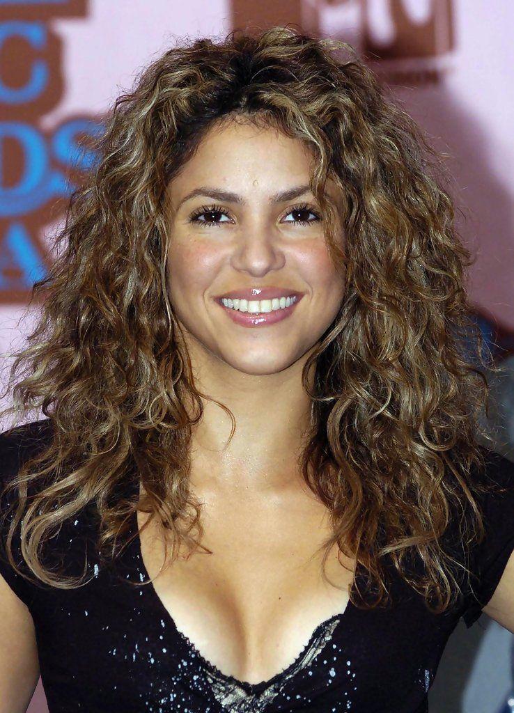Shakira Long Curls in 2019 | hair styles | Shakira hair ...
