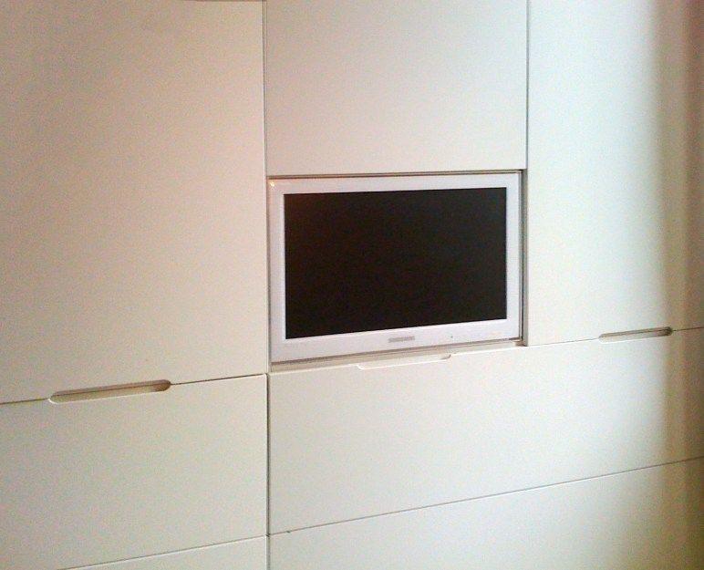 armadio a parete con tv incassata #sumisura #letto #mobili ...