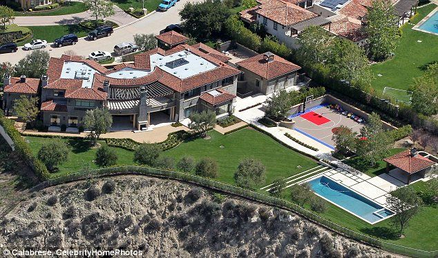 New Home The Reality Star Purchased Calabasas Mansion For 8 5million In January From