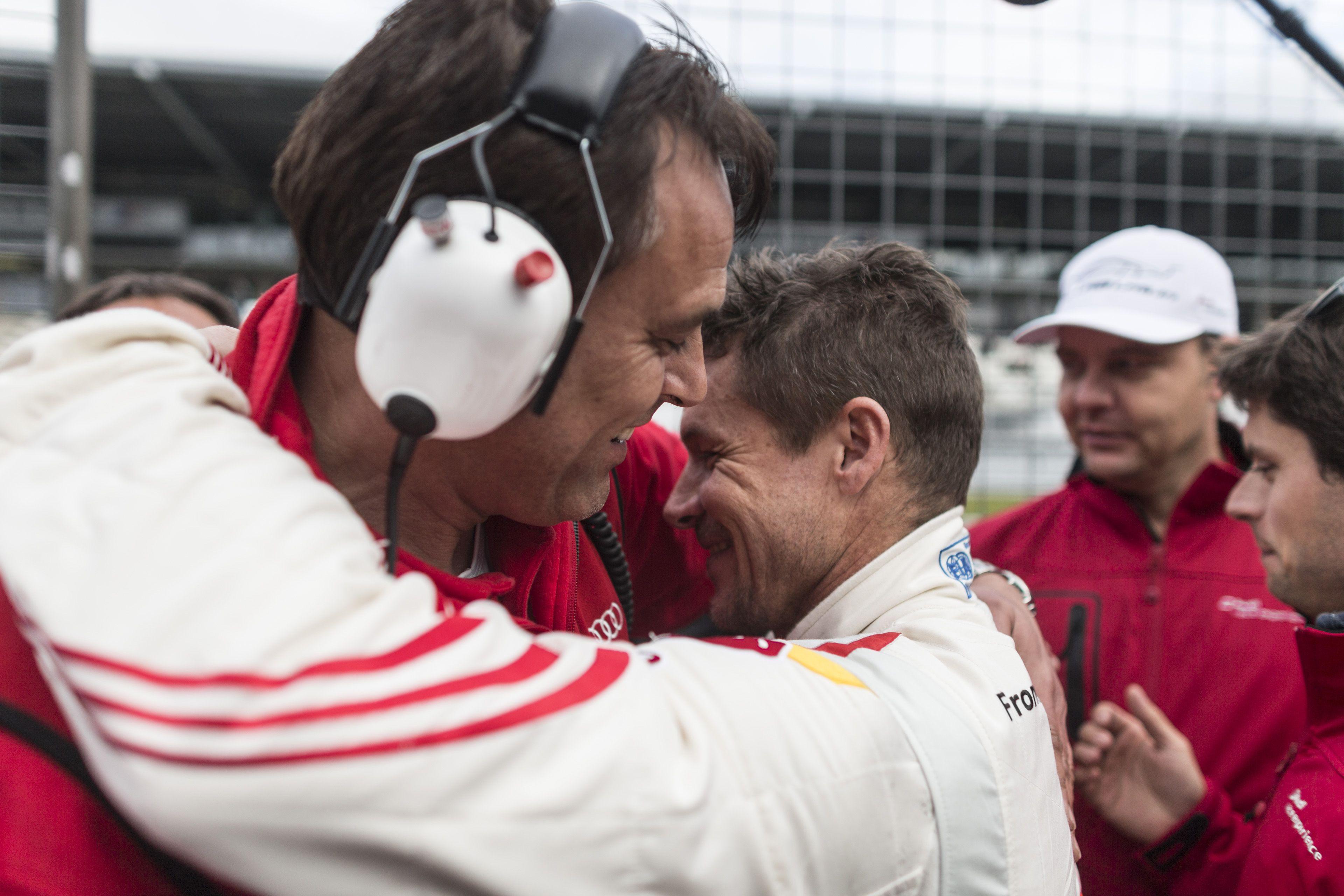 Qualirennen Nürburgring: Dankeschön an Teammanager Gerd Lambert / Qualification race Nürburgring: Saying thank you to team manager Gerd Lambert