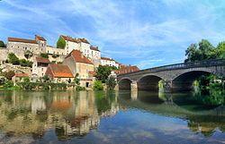 Pesmes ist eine Gemeinde im französischen Département Haute-Saône in der Region Franche-Comté. Es ist Hauptort des Kantons Pesmes im Arrondissement Vesoul und Verwaltungssitz des Gemeindeverbandes Communauté de communes du Val de Pesmes. Pesmes ist mit dem Label der schönsten Dörfer Frankreichs ausgezeichnet[2].