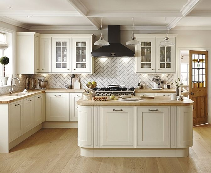 This Antique White Kitchen Offers A Timeless Elegant Look For Your Shaker Style The Tewkesbury Framed Range From Howdens