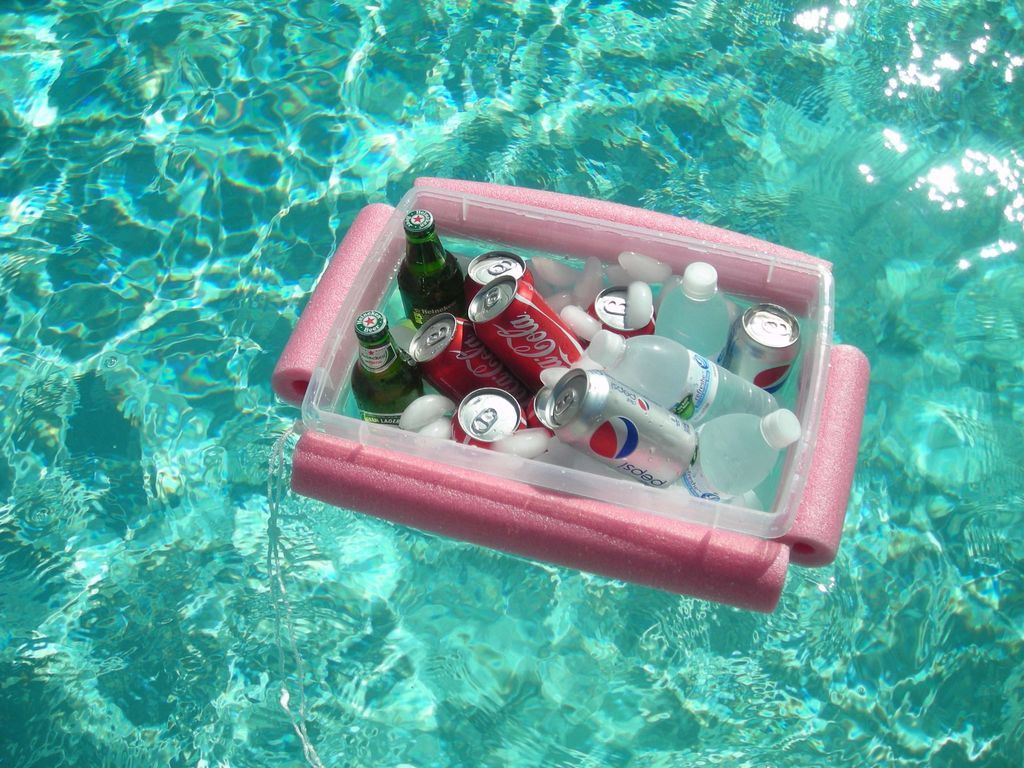 Floating cooler made with 1 noodle, string and a plastic container