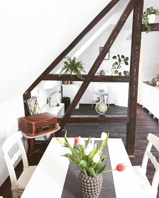 Dachgeschoss Mit Offenen Balken U2013 Urig Und Modern Zugleich! Altbau # Dachgeschoss #dachboden #esstisch #weiß #holzbalken Entdecke Noch Mehr  Wohnideen Auf ...