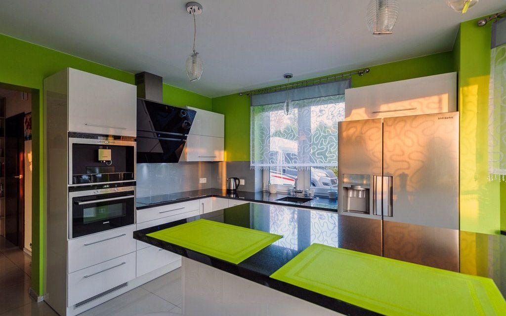 Nowoczesna Kuchnia Z Zielonym Akcentem Kitchen Design Small Small Studio Apartment Design Bed In Living Room