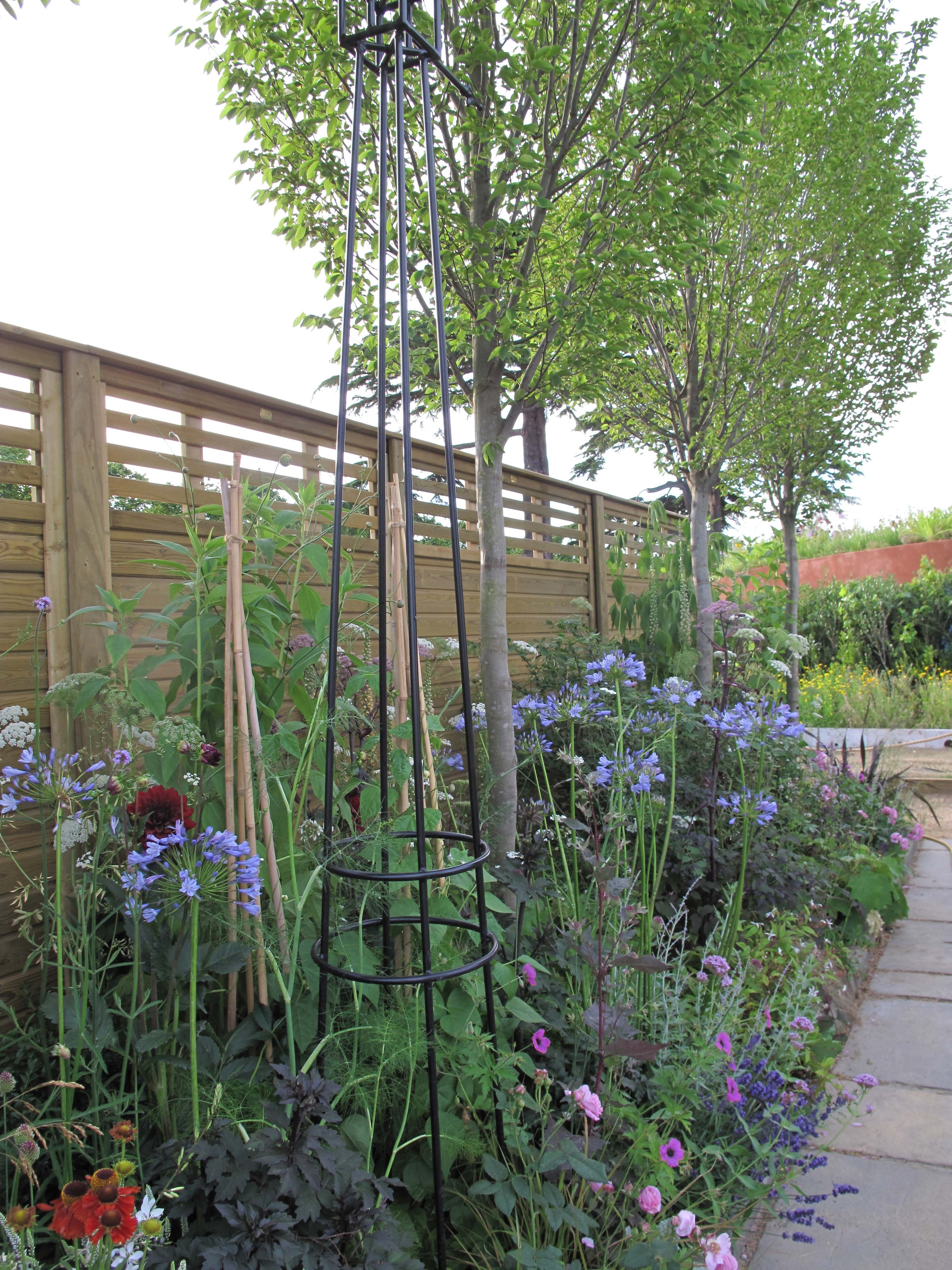 Jacksons Canterbury Combi Fence Panels & A Boarder Of Flowers