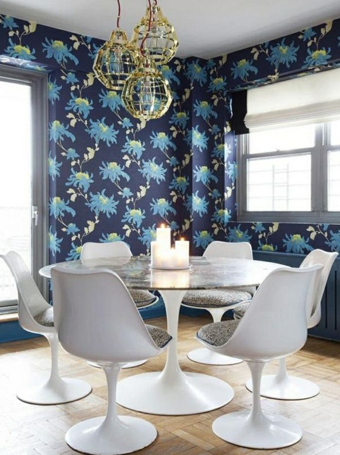 wandgestaltung esszimmer wunderschöne tapete weiße stühle kerzen ... - Wandgestaltung Esszimmer