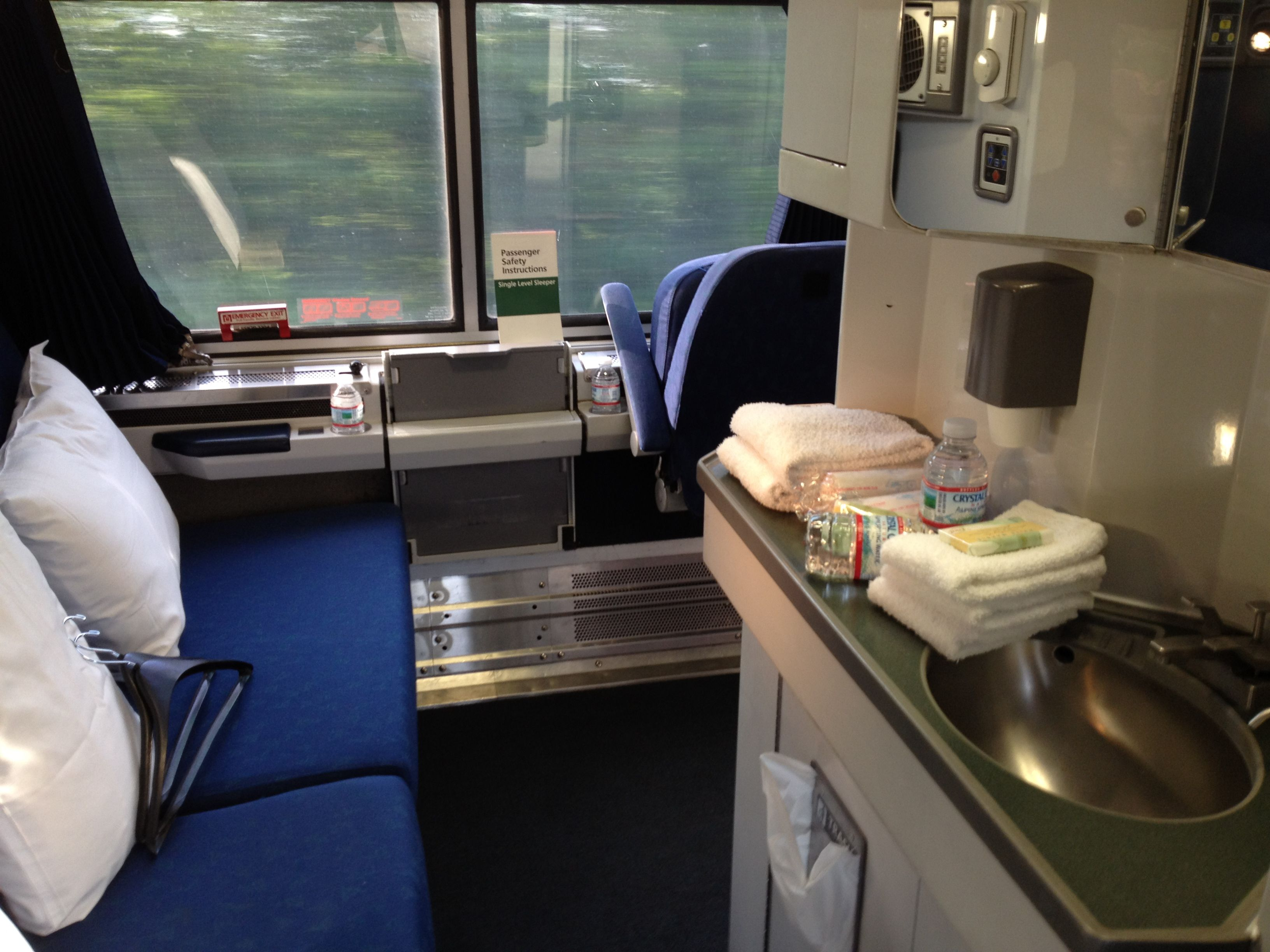 Bedroom on Amtrak\'s Viewliner service on the eastern seaboard. Can ...