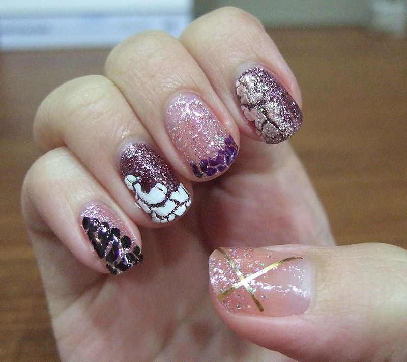 41 Easy Glitter Nail Ideas You Need To Try Nails Christmas Nail Designs Glitter Nails