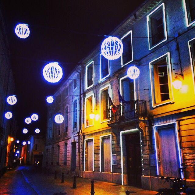 Rue de la république une nuit de décembre.