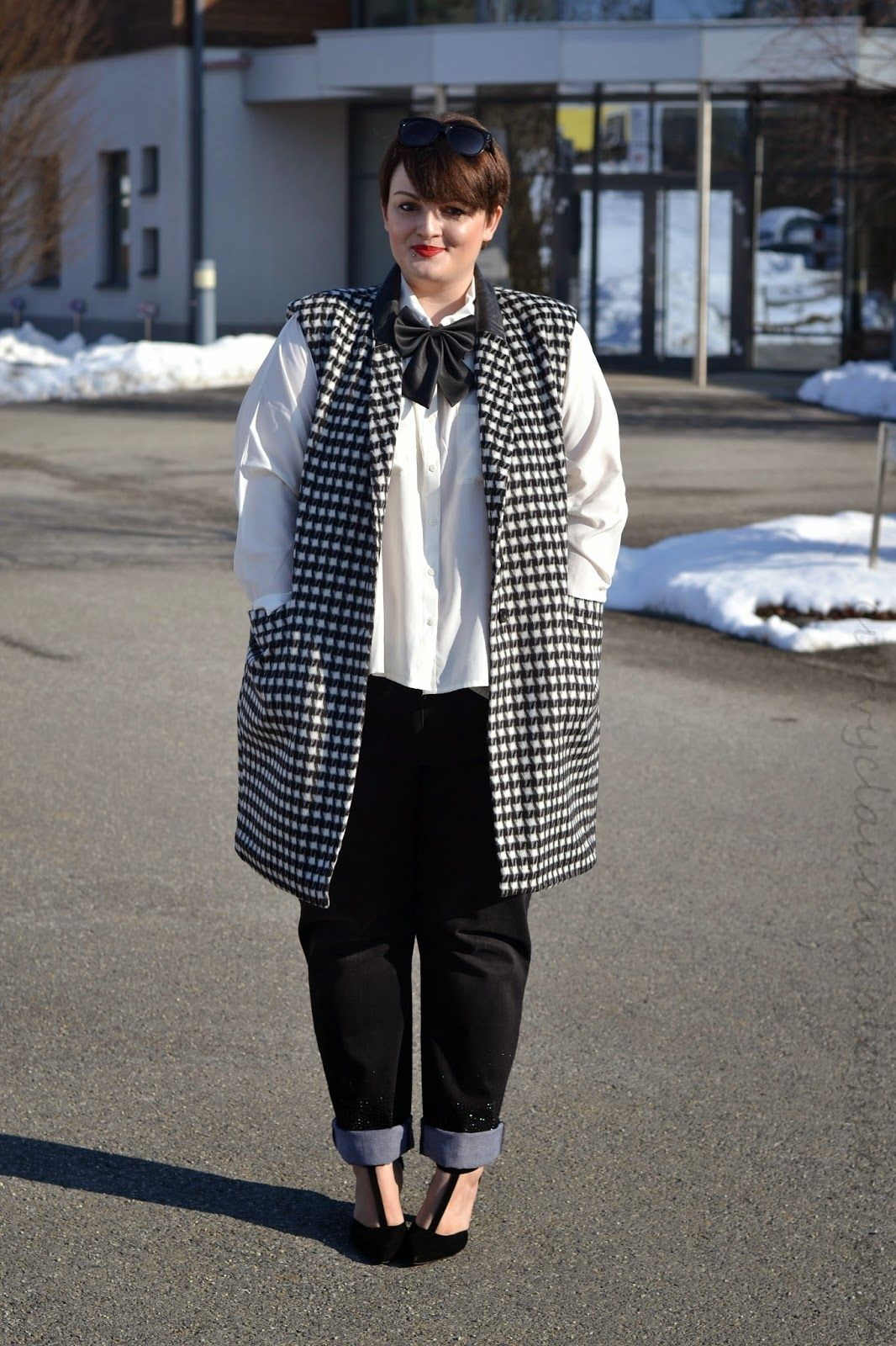 Curvy Claudia: Houndstooth and Red Lips