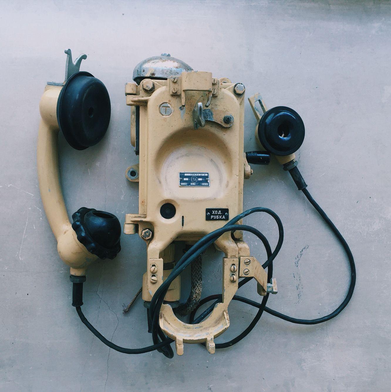 Корабельный телефон. Рабочий, но кажется нет мембраны в самой трубке. Размер 41 на 16
