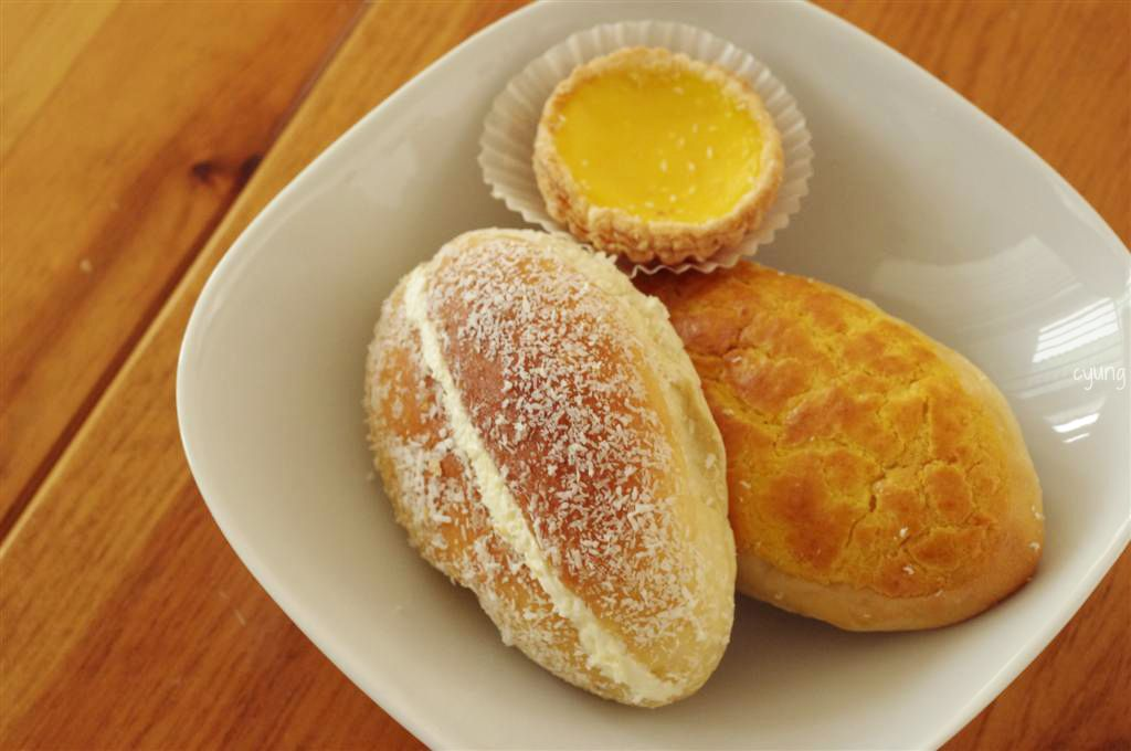 Coconut Cream Bun Pineapple And Egg Tart Pretty Much What I Grab Every Time Go To A Chinese Bakeryall Thats Missing Is Milk Custard