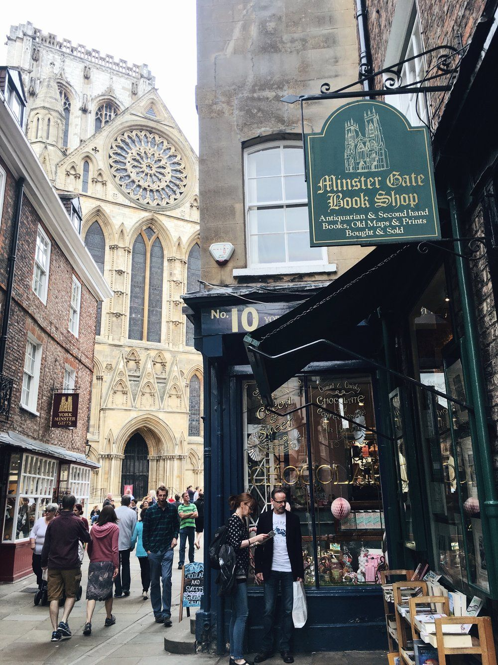 A Weekend Guide to York Day trips from london, Khao san
