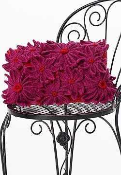 A great gift for any loved one, this flower-decorated Valentine's Day pillow can be adapted to any holiday with an easy change of the color scheme!