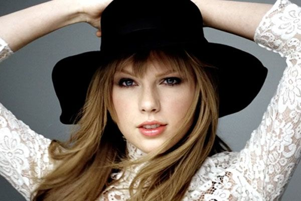 Taylor's Makeup Secrets and Preview of New Covergirl Ad