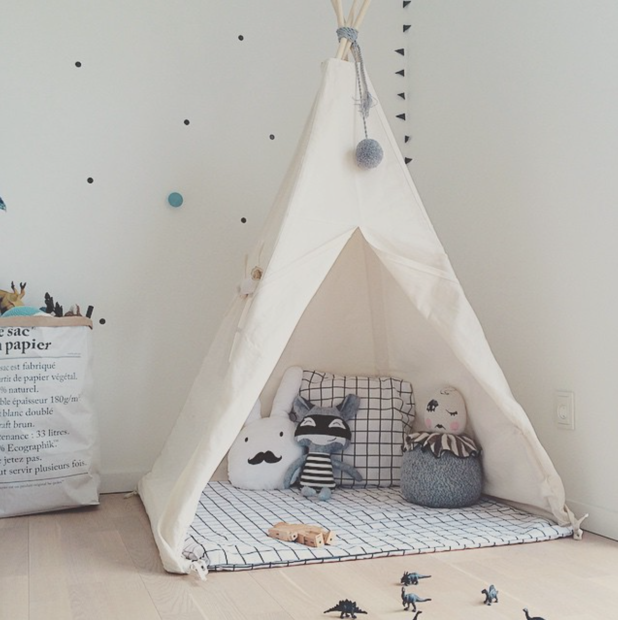 Kids teepee tent chalk kids indoor tents and tee pees for Wall tent pattern
