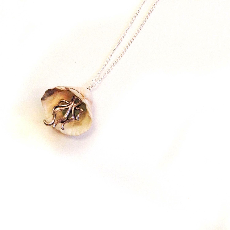 Octoglass Clam Shell Pendant by CreepinKates on Etsy https://www.etsy.com/uk/listing/266131368/octoglass-clam-shell-pendant