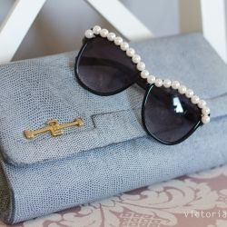 Make this chic pair of sunglasses with this simple tutorial (in Swedish)