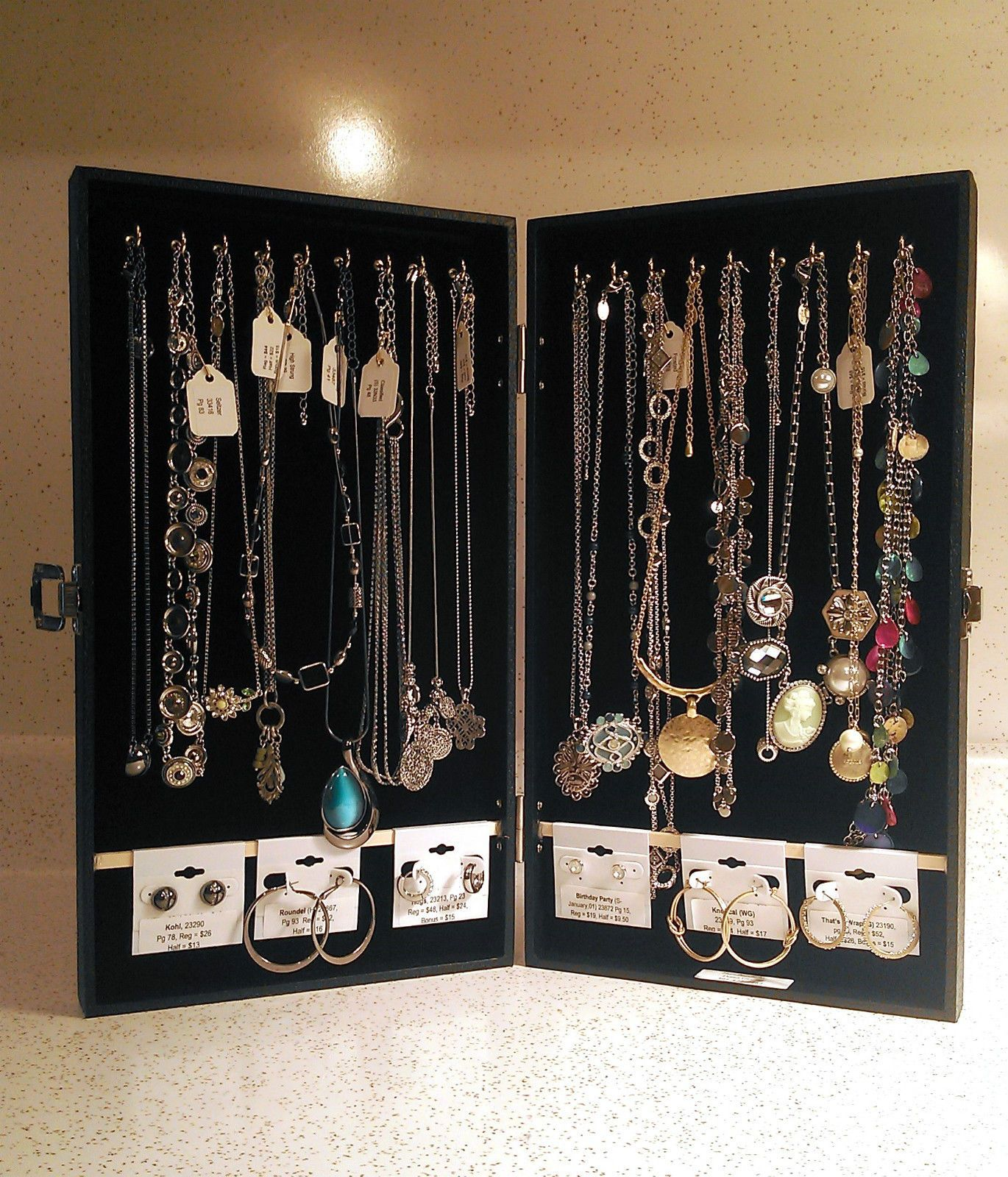 Portable Jewelry Display Cases For Necklaces And Earrings
