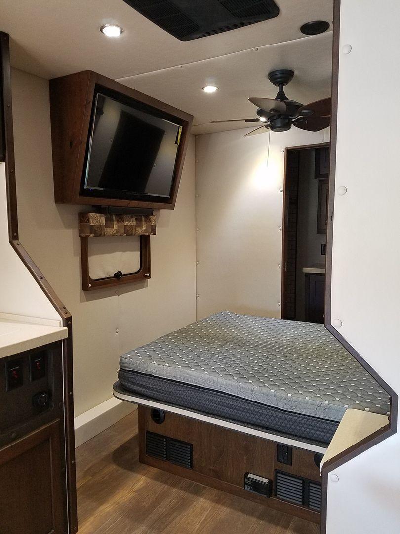 Ari Legacy Custom In 2020 Interior Truck Interior