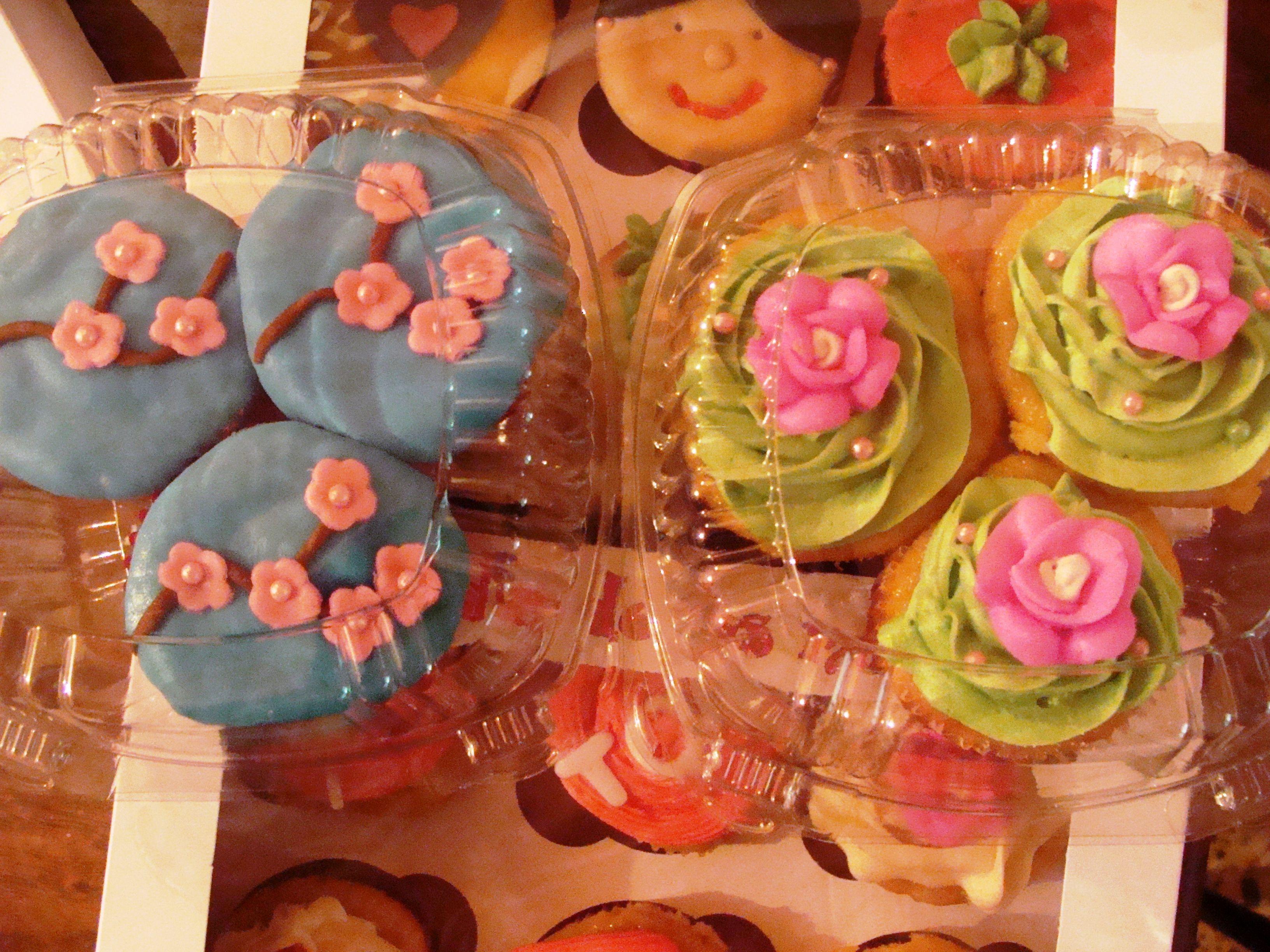 cup cakes cherry blossom y con flor de azucar!