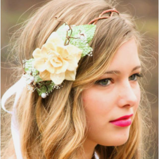 Etsy head piece! I want my hair to look like this for me wedding!! Argh - love it!!