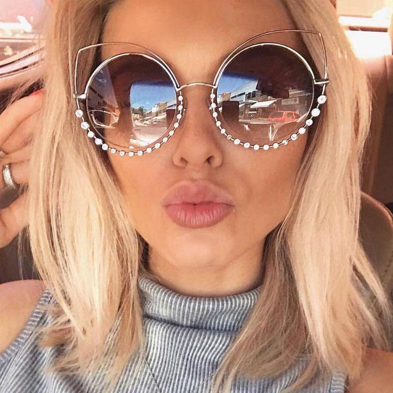 OUTEYE Strass Olho de Gato Óculos De Sol Das Mulheres Espelho Redondo Óculos  de Sol Oversized 287f780a96