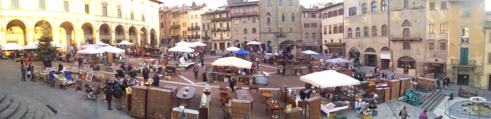 Antiques fair in Piazza Grande, #Arezzo